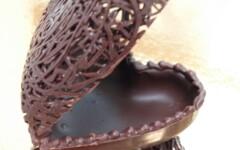 Création de sujets personnalisés en chocolat