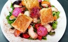 Salade de chèvre chaud aux fruits de saison