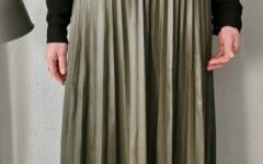 Jupe longue plissée en simili kaki Taille Unique